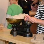 Messen und Wiegen in der Erlebnisausstellung Kinder machen Messe