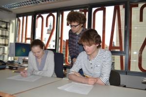 Kollegen testen das Gothic-Quiz