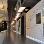 Blick in die Ausstellung Moderne Zeiten