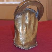 """Die Goldfaust ist die letzte erhaltene Requisite, entworfen von dem Bühnenbildner Rudolf Heinrich, stammt aus der legendären """"Ring""""-Aufführung von 1973 bis 1976 am Leipziger Opernhaus."""