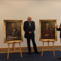 Direktor Dr. Volker Rodekamp erläutert die Bedeutung der Gemälde für unsere Sammlung