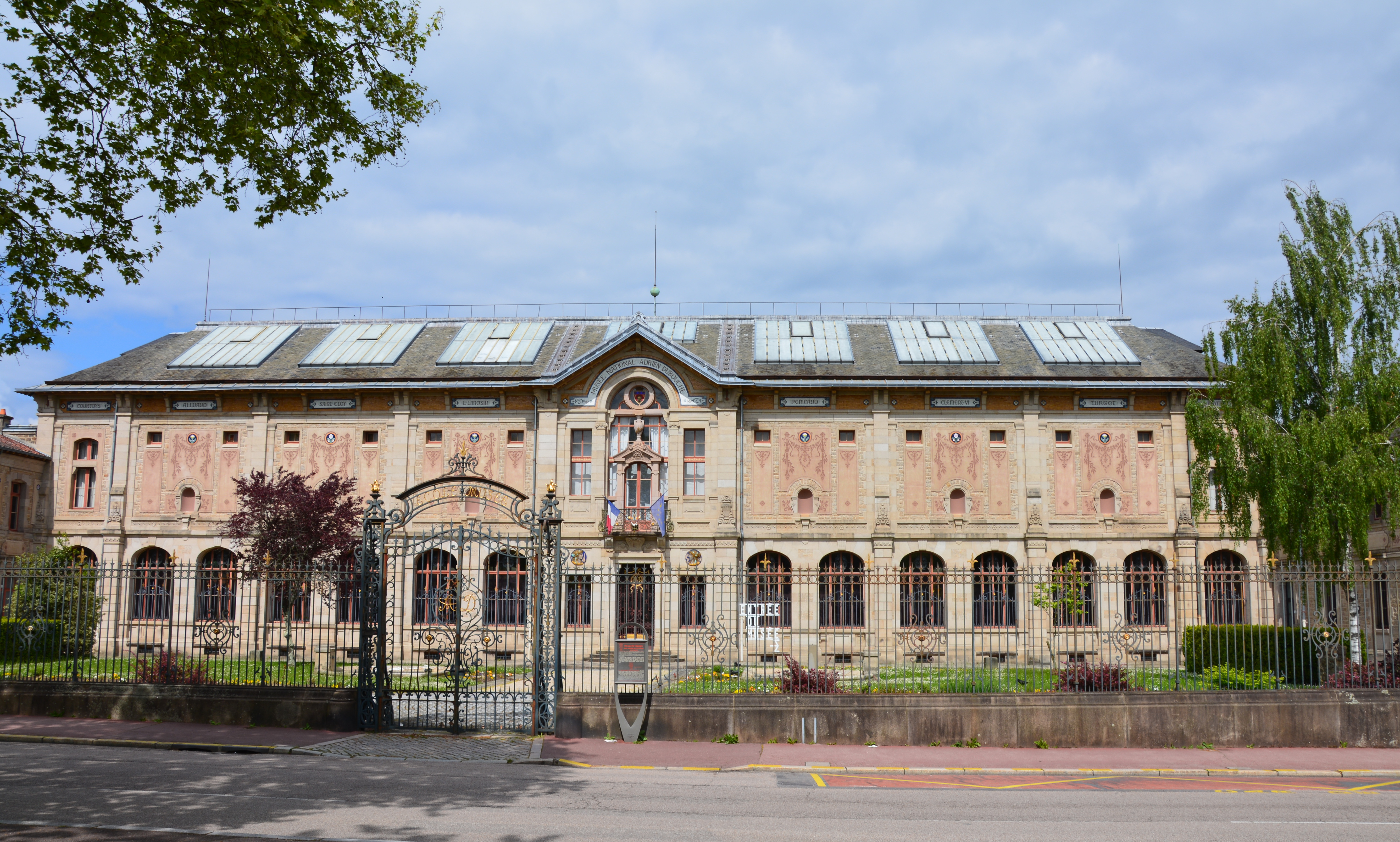 Vorderseite des historischen Gebäudes von 1900, Musée National Adrien Dubouché