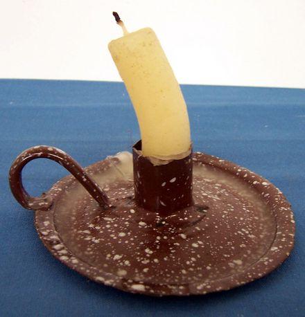 Kerzenständer aus einem Topfdeckel, emailliert, nach 1945